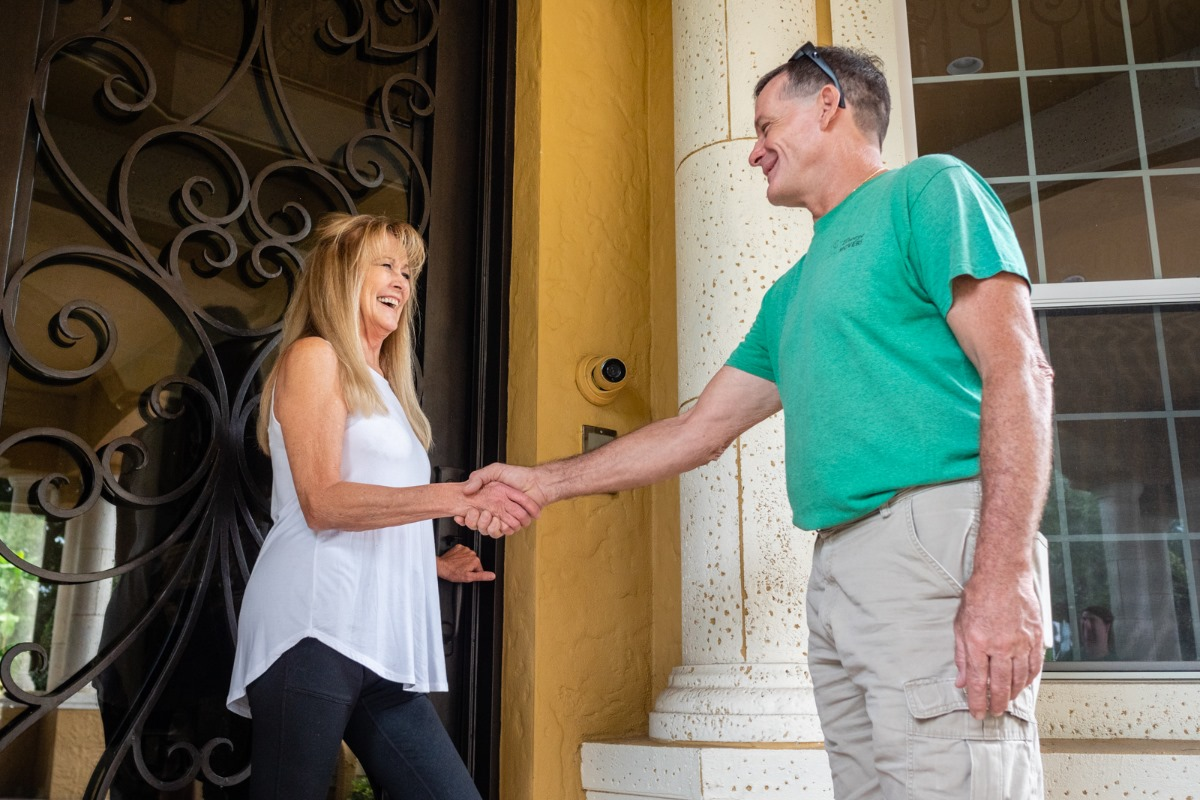 A Breeze Mover's shaking hands with a pleased customer